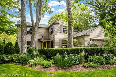 Grosse Pointe Farms Single Family Home For Sale: 220 Dean Ln
