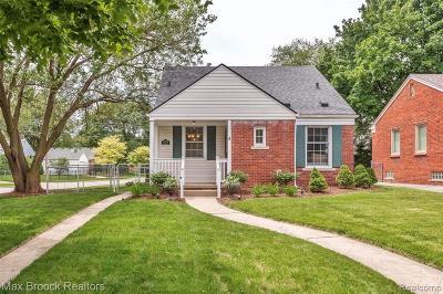 Royal Oak Single Family Home For Sale: 4603 Elmwood Ave
