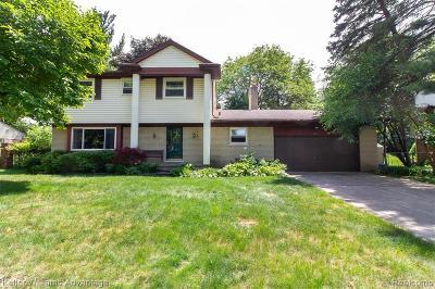 Rochester Single Family Home For Sale: 2043 Belle Vernon Dr