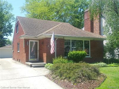 Grosse Pointe Woods Single Family Home For Sale: 1497 Roslyn Rd