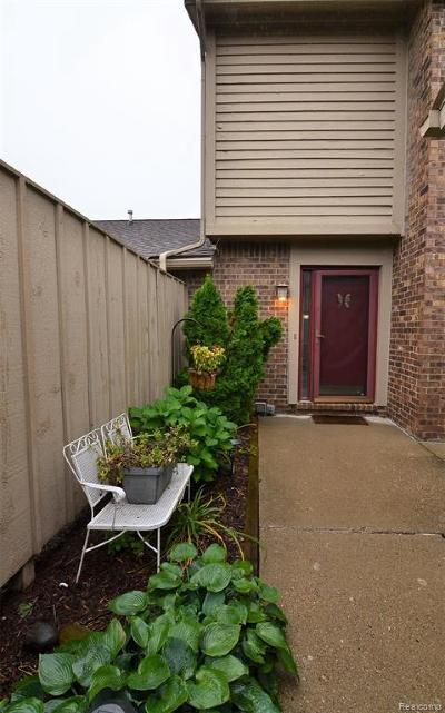 Clarkston Condo/Townhouse For Sale: 5742 Woodland