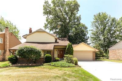 Canton Single Family Home For Sale: 44477 Fair Oaks Dr