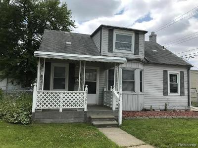 Saint Clair Shores Single Family Home For Sale: 21508 Finlan St