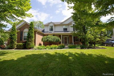 Lake Orion Single Family Home For Sale: 1075 Cottonwood St