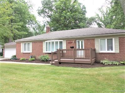 Harper Woods Single Family Home For Sale: 20400 Woodcrest St