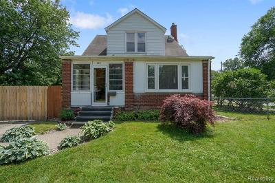 Madison Heights Single Family Home For Sale: 804 E Lincoln Ave