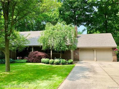 Utica Single Family Home For Sale: 46237 Hecker Dr