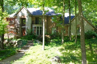 Clarkston Single Family Home For Sale: 8512 Royal Woods Dr
