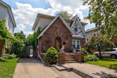 Royal Oak Single Family Home For Sale: 2410 Yale Ave