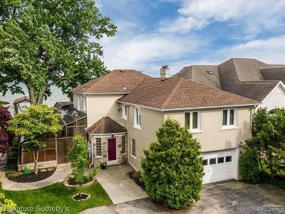 Saint Clair Shores Single Family Home For Sale: 34054 Jefferson Ave