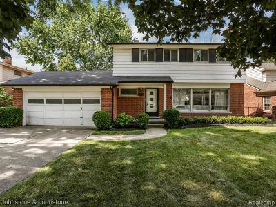 Grosse Pointe Woods Single Family Home For Sale: 19913 W Doyle Pl