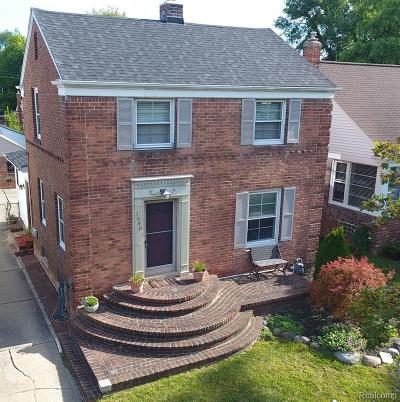 Grosse Pointe Woods Single Family Home For Sale: 1640 Brys Dr