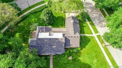 Dearborn Single Family Home For Sale: 401 River Ln