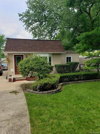 Saint Clair Shores Single Family Home For Sale: 22015 Saint Gertrude St