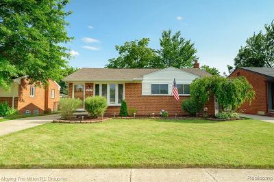 Saint Clair Shores Single Family Home For Sale: 20930 Saint Gertrude St