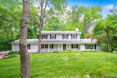 Rochester Single Family Home For Sale: 870 Darien Cir