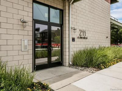 Ferndale Condo/Townhouse For Sale: 211 E 9 Mile Rd