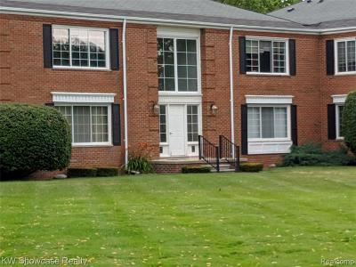 Bloomfield Hills Condo/Townhouse For Sale: 664 E Fox Hills Dr