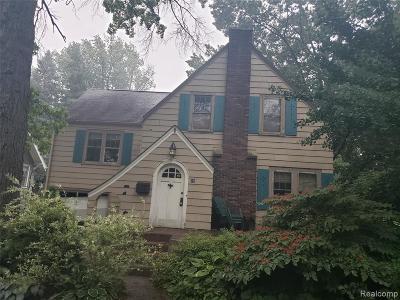 Pleasant Ridge Single Family Home For Sale: 58 Devonshire Rd