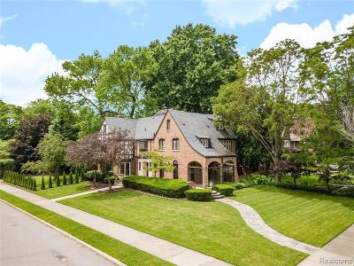 Grosse Pointe Park Single Family Home For Sale: 905 Berkshire Rd