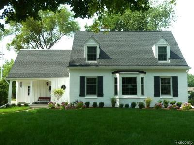 Grosse Pointe Woods Single Family Home For Sale: 681 Hampton Rd