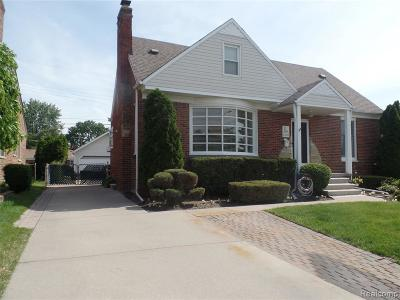 Saint Clair Shores Single Family Home For Sale: 22501 Bayview St