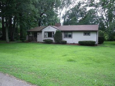 Shelby Twp Single Family Home For Sale: 52559 Flower Ct