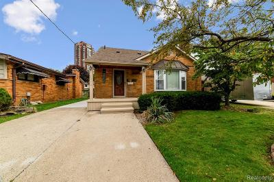 Saint Clair Shores Single Family Home For Sale: 23251 Liberty St