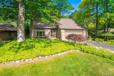 Clarkston Single Family Home For Sale: 8299 Deerwood Rd