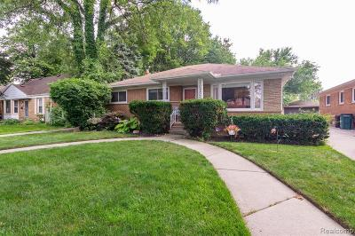 Oak Park Single Family Home For Sale: 14101 Balfour St