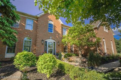 Clarkston Single Family Home For Sale: 5458 Woodcreek Crt