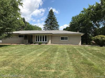 Rochester Hills Single Family Home For Sale: 1779 Christian Hills Dr