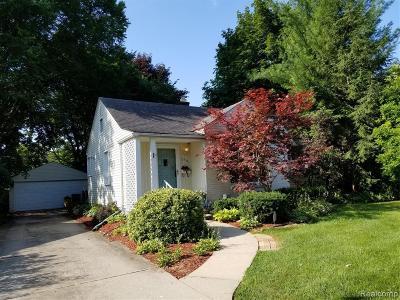 Oak Park Single Family Home For Sale: 13701 Ludlow St