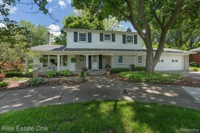 Rochester Hills Single Family Home For Sale: 63 Avonwood Blvd