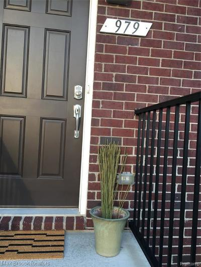 Rochester Hills Condo/Townhouse For Sale: 979 Barclay Circle