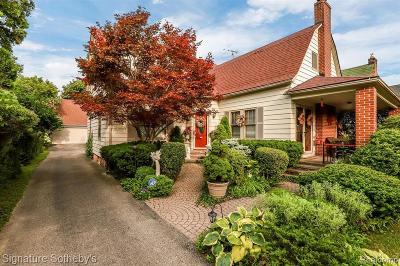 Pontiac Single Family Home For Sale: 531 W Iroquois Rd