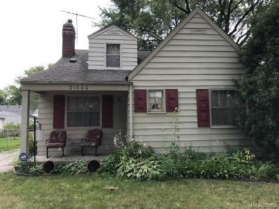 Saint Clair Shores Single Family Home For Sale: 21700 California St
