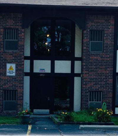 Warren Condo/Townhouse For Sale: 4961 E 10 Mile Rd