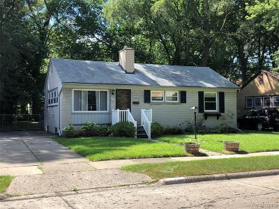 Oak Park Single Family Home For Sale: 23541 Oneida St