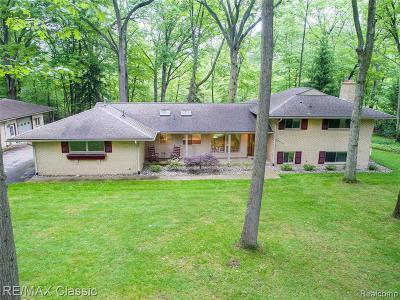 Livonia Single Family Home For Sale: 32790 Myrna St