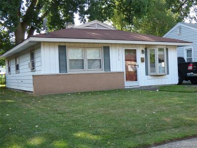 Madison Heights Single Family Home For Sale: 27313 Barrington St