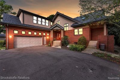 Saint Clair Shores Single Family Home For Sale: 33820 Jefferson Ave
