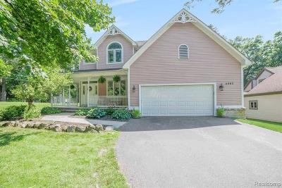Clarkston Single Family Home For Sale: 4983 Timber Lake Trl