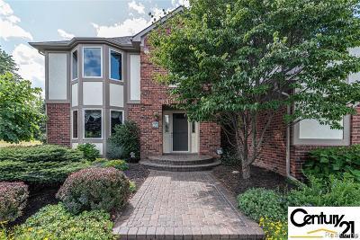 Clarkston Single Family Home For Sale: 865 Shrewsbury Dr