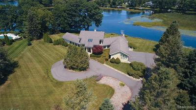 Clarkston Single Family Home For Sale: 4180 Newcastle Dr