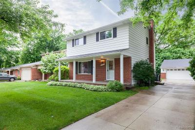 Royal Oak Single Family Home For Sale: 510 Melody Crt