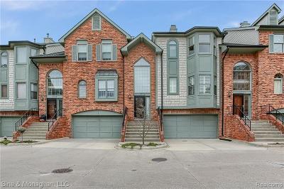Saint Clair Shores Condo/Townhouse For Sale: 29146 Jefferson Crt
