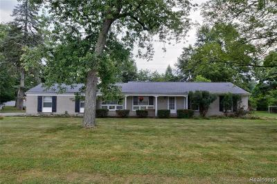 West Bloomfield Single Family Home For Sale: 6865 E Dartmoor Rd