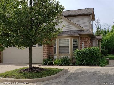 Plymouth Condo/Townhouse For Sale: 42732 Gateway Dr