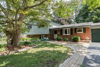 Bloomfield Hills Single Family Home For Sale: 2743 Bridle Rd